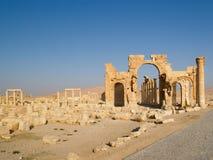 在扇叶树头榈,叙利亚的寺庙 库存图片