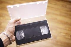 在手上的老VHS 免版税库存照片