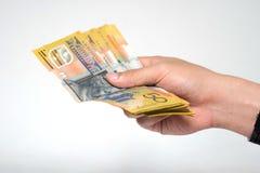 在手中关闭五十个澳大利亚美元金融法案  免版税库存图片