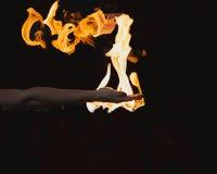 在手中烧的火 免版税库存图片