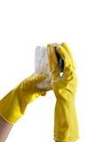 在手套的手洗涤一块玻璃 免版税库存图片