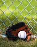 在手套的棒球 免版税库存图片