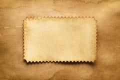 在手工纸板料的纸标签 免版税库存图片