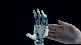 在手得到交换后,计算机控制学的手指握紧 影视素材