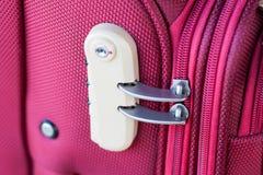 在手提箱旅行袋子的号码锁 免版税库存图片