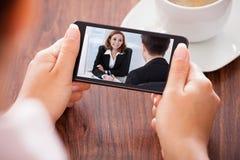 在手机的妇女视讯会议 库存照片