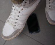 在手机的步 库存照片