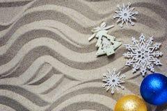在手段的圣诞节假日 题字的地方 免版税库存图片