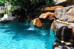 在手段的游泳池。 免版税库存图片