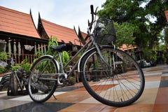 在手段的自行车 免版税库存照片