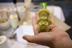 在手的棕榈的天使 免版税库存照片
