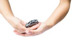 在手边意味为保证保护盖子的汽车 免版税库存图片