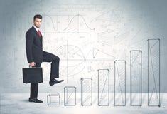 在手边爬上被画的图表概念的商人 库存图片