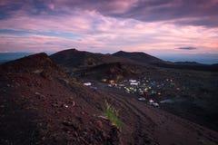 在扎尔巴奇克火山火山basecamp的日落 库存图片
