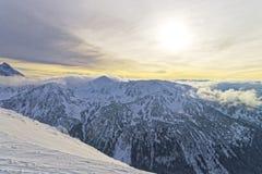 在扎科帕内Kasprowy Wierch峰顶的日落在Tatras在冬天 免版税库存图片
