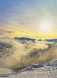 在扎科帕内Kasprowy Wierch峰顶的日落在wint的Tatras 图库摄影