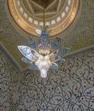 在扎耶德Grand Mosque,阿布扎比,阿拉伯联合酋长国回教族长的枝形吊灯 免版税库存照片