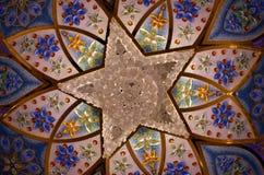 在扎耶德Grand Mosque,阿布扎比,阿拉伯联合酋长国回教族长的枝形吊灯 图库摄影
