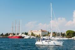 在扎达尔旁边,克罗地亚港位于的著名Â'MaraskaÂ工厂  免版税图库摄影