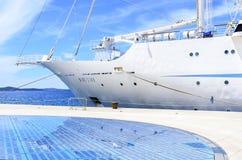 在扎达尔附近,克罗地亚海岸的巡航划线员  免版税库存图片
