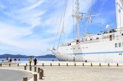 在扎达尔附近,克罗地亚海岸的巡航划线员  免版税库存照片