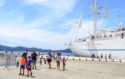 在扎达尔附近,克罗地亚海岸的巡航划线员  图库摄影