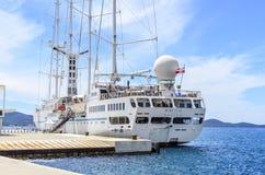在扎达尔附近,克罗地亚海岸的巡航划线员  库存照片