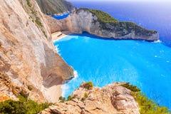 在扎金索斯州海岛上的美丽的Navagio海滩 免版税库存照片