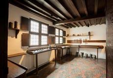 在打印博物馆里面Plantin-Moretus,联合国科教文组织世界遗产名录站点的历史房子的工作地点 库存照片