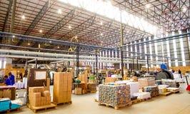 在打印和包装工厂里面设施 免版税库存图片