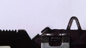 在打字机是真实的打印的词 关闭 影视素材