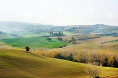 在托斯卡纳风景,意大利的秋天颜色 免版税图库摄影