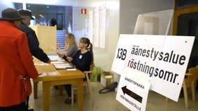 在投票的人记数器在市级选举期间前 股票视频