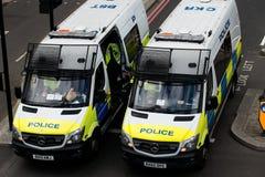 在抗议游行-伦敦的警察小客车 免版税库存图片