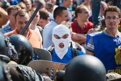 在抗议者和法律实施者之间的冲突在议会下  免版税库存照片
