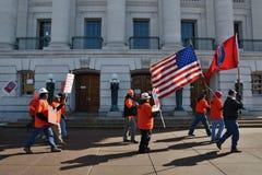 在抗议者威斯康辛之外的国会大厦 库存照片