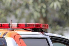 在抢救汽车的紧急警告灯 免版税库存照片