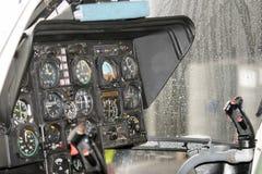 在抢救直升机,驾驶舱的仪器工作 免版税库存照片