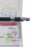 在护照和豪华笔的美国签证 免版税库存照片