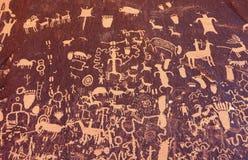 在报纸岩石,犹他,美国的刻在岩石上的文字 库存图片