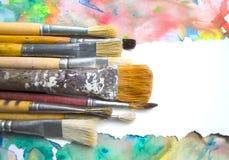 在抽象五颜六色的水彩背景的油漆刷与文本的地方 刺激行情的,笔记,消息空白 库存照片