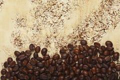 在抽象背景的咖啡豆 库存图片