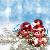 在抽象背景的圣诞节装饰 库存照片