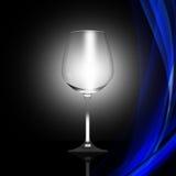 在抽象背景的空的酒杯 库存图片