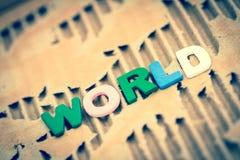 在抽象被撕毁的纸板的世界字词 图库摄影