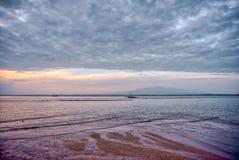 在拉卡翁岛海滩胜地,卡迪士,西内格罗省,Phlippines的日出 库存图片