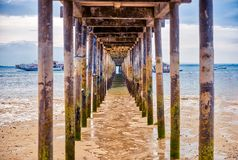 在拉卡翁岛海滩胜地,卡迪士,西内格罗省,Phlippines的日出 免版税库存照片