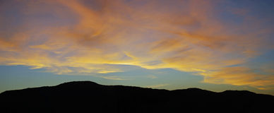 在拉古纳峡谷,拉古纳海滩,加利福尼亚的日落 免版税库存照片