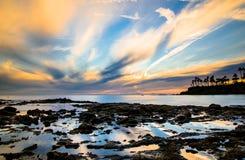 在拉古纳海滩,加利福尼亚的反射性浪潮水池 库存照片