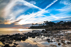 在拉古纳海滩,加利福尼亚的反射性浪潮水池 免版税库存图片